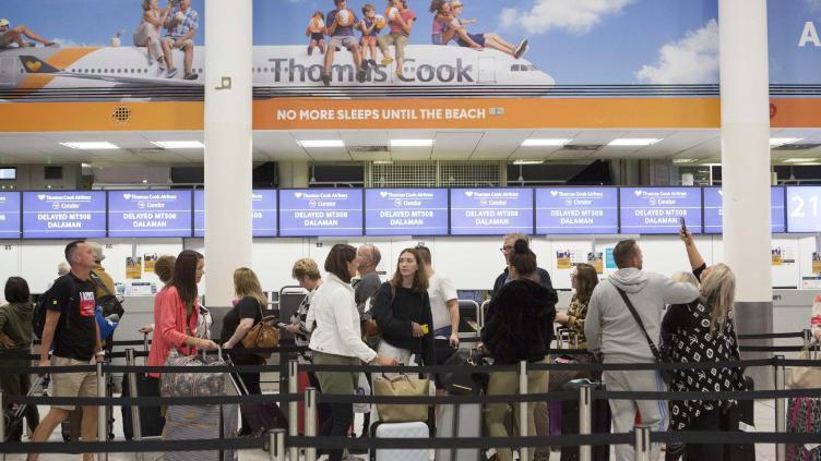 Hôm thứ Sáu, Thomas Cook xác nhận đang có 600.000 hành khách đi nghỉ theo các tour du lịch của công ty, trong đó có 160.000 du khách Anh - Ảnh: CNN.