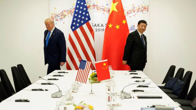 Tổng thống Mỹ Donald Trump (trái) và Chủ tịch Trung Quốc Tập Cận Bình trong cuộc gặp tại thượng đỉnh G20 ở Osaka tháng 6/2019 - Ảnh: Reuters/CNBC.