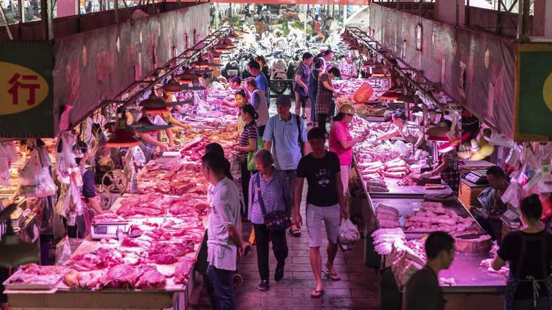 Trung Quốc là nước tiêu thụ nhiều thịt lợn nhất thế giới - Ảnh: Bloomberg.