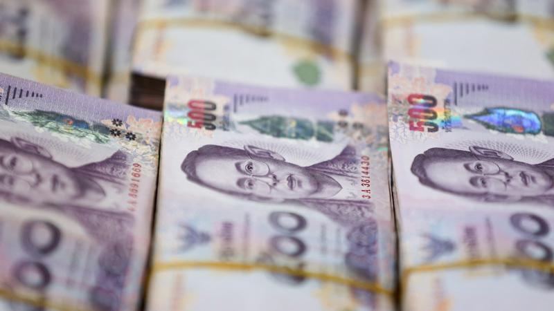 Sự tăng giá của đồng Baht đặt ra thách thức đối với nền kinh tế lấy xuất khẩu và du lịch làm đầu tàu tăng trưởng của Thái Lan - Ảnh: Nikkei.