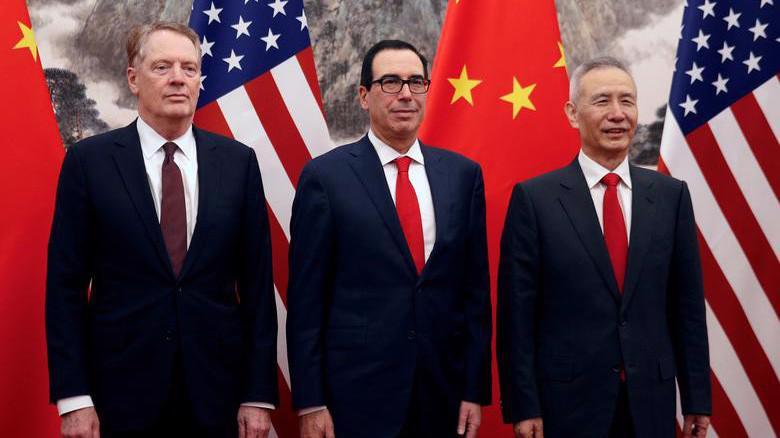 Từ trái qua: Đại diện thương mại Mỹ Robert Lighithizer, Bộ trưởng Bộ Tài chính Mỹ Steven Mnuchin, và Phó thủ tướng Trung Quốc Lưu Hạc - Ảnh: Reuters.