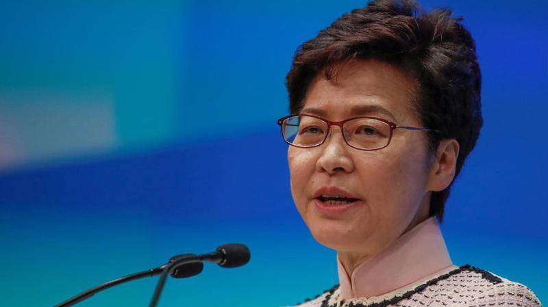 Trưởng đặc khu hành chính Hồng Kông Carrie Lam trong bài phát biểu ngày 16/10 - Ảnh: Reuters.