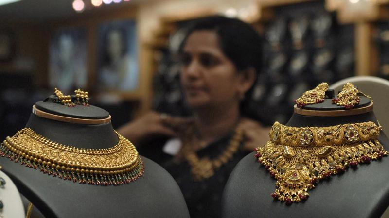 Tiêu thụ vàng ở Ấn Độ thường tăng trong mùa lễ hội Diwali - Ảnh: Reuters.