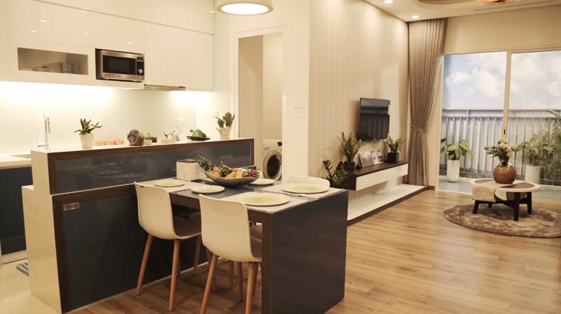 Một phần không gian phòng khách và phòng bếp tại Anland Premium.