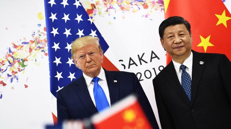 Tổng thống Mỹ Donald Trump (trái) và Chủ tịch Trung Quốc Tập Cận Bình trong cuộc gặp ở Nhật Bản, tháng 6/2019 - Ảnh: Getty/CNBC.