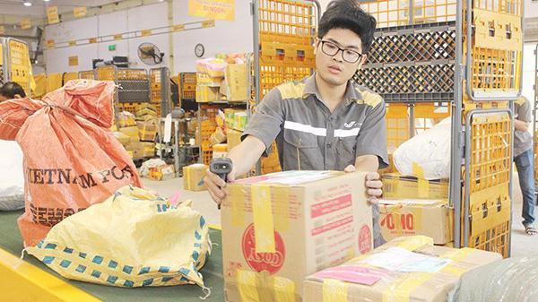 Bưu điện Việt Nam là doanh nghiệp dẫn đầu đối với lĩnh vực bưu chính chuyển phát trong bảng xếp hạng VNR 500.