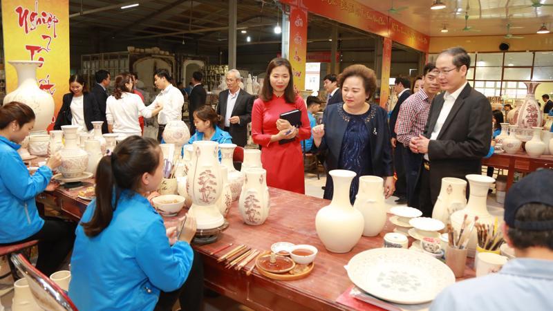 Với tâm huyết của mình, bà Nguyễn Thị Nga - Chủ tịch Tập đoàn BRG định hướng phát triển Gốm Chu Đậu trở thành một trong những biểu tượng Quốc gia.
