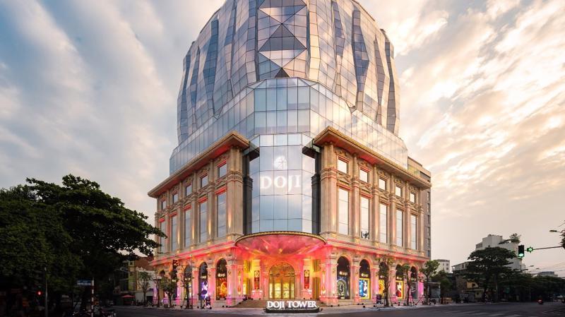 Tòa nhà DOJI Tower hiện diện như viên kim cương khổng lồ tại số 5 Lê Duẩn, quận Ba Đình, Hà Nội.
