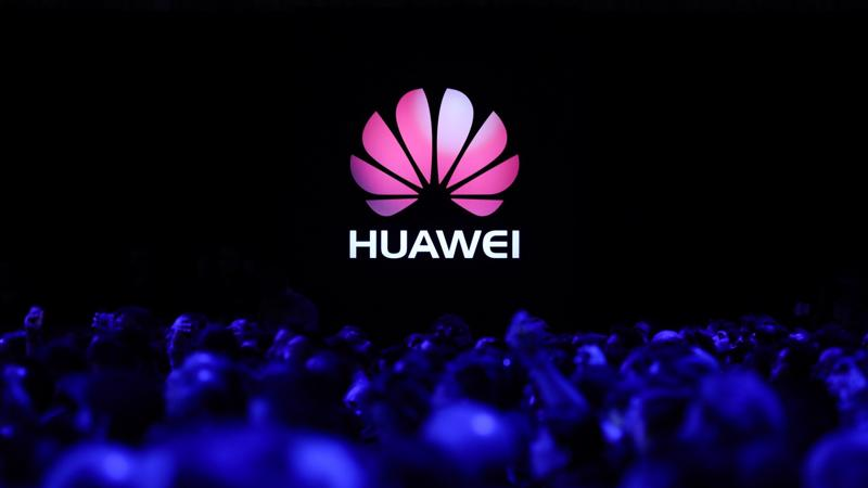 Huawei đang chịu nhiều sức ép từ các biện pháp trừng phạt của Mỹ - Ảnh: The Verge.