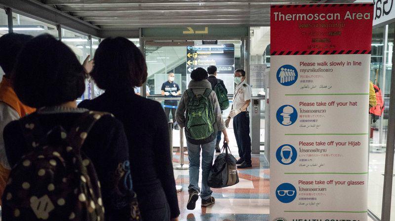 Sân bay Savarnabumi ở Bangkok, Thái Lan kiểm tra chặt chẽ thân nhiệt của hành khách đến từ Vũ Hán, Trung Quốc - Ảnh: Getty/Bloomberg.