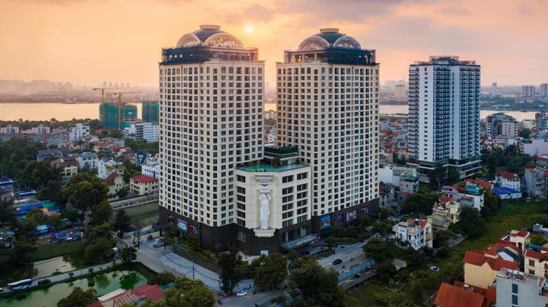 D'. Le Roi Soleil sở hữu vị trí trung tâm trên bán đảo Quảng An.