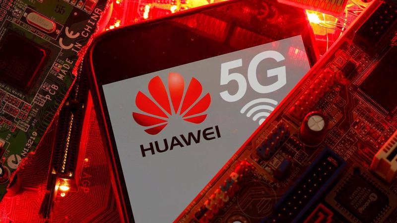 Huawei đang gặp nhiều khó khăn vì lệnh cấm của Mỹ - Ảnh: Reuters.