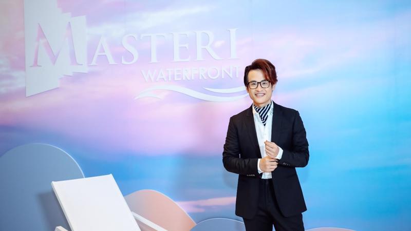 Sự kiện ra mắt Masteri Waterfront càng thêm sức hút khi ca sĩ Hà Anh Tuấn xuất hiện trên sân khấu, chính thức được Masterise Homes công bố chọn làm đối tác đồng hành.