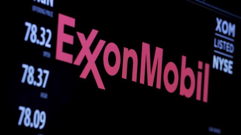 Từ đầu năm đến nay, cổ phiếu Exxon đã mất giá một nửa - Ảnh: Reuters.
