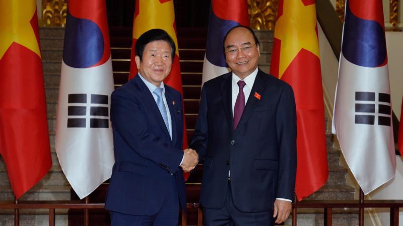 Thủ tướng Nguyễn Xuân Phúc và Chủ tịch Quốc hội Park Byeong-Seug - Ảnh: VGP.