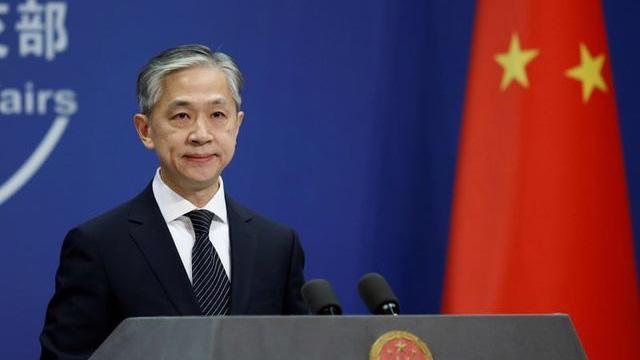 Người phát ngôn Bộ Ngoại giao Trung Quốc Wang Wenbin tại một cuộc họp báo hàng ngày, ngày 9/11/2020 - Ảnh: Reuters.