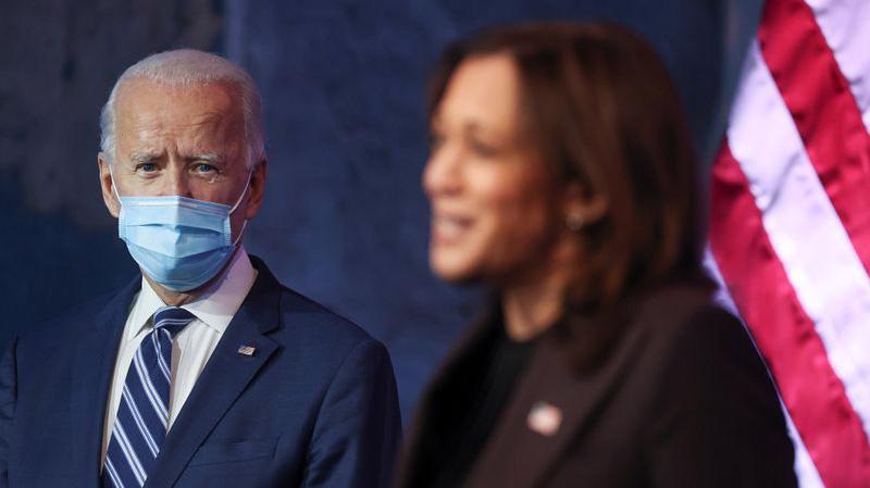 Ông Joe Biden và người đồng tranh cử Kamala Harris phát biểu ở Delaware ngày 10/11 - Ảnh: Reuters.