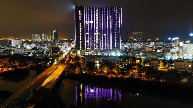 Lần đầu tiên tại khu Nam, có chủ đầu tư bỏ ra hàng ngàn tỷ đồng để lắp đèn led cho toàn bộ tòa tháp như Sunshine Group.