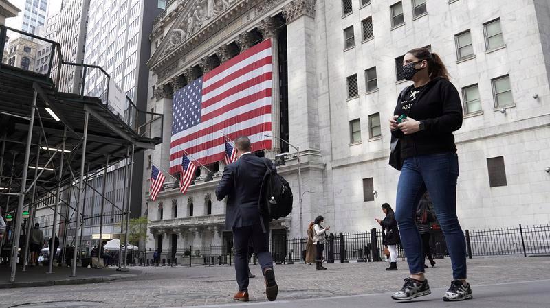 Bên ngoài Sở Giao dịch chứng khoán New York (NYSE) ở quận Mahattan, New York hôm 6/11 - Ảnh: Reuters.
