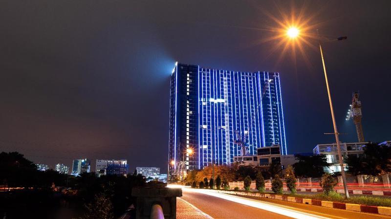 Dự án Sunshine City Sài Gòn tọa lạc trên đường Phú Thuận, bên cạnh sông Cả Cấm, ngay trung tâm quận 7 và chỉ cách Phú Mỹ Hưng một câu cầu.