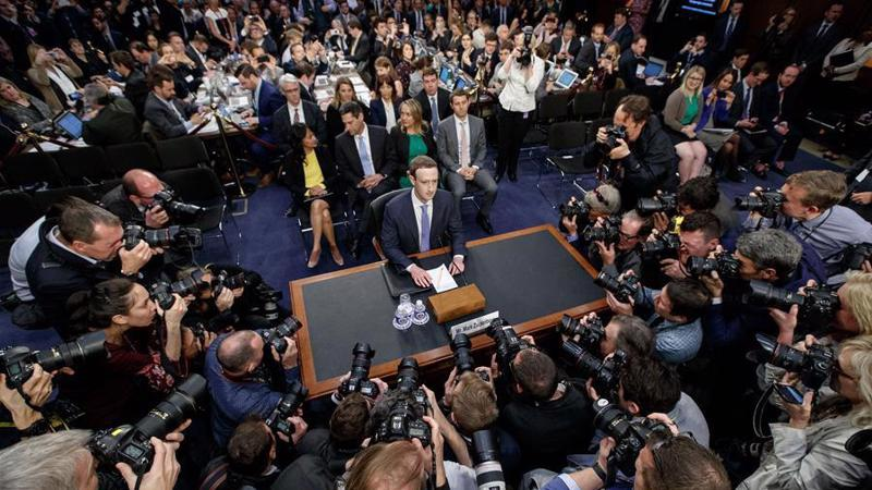 CEO Mark Zuckerberg của Facebook trong một phiên điều trần trước Quốc hội Mỹ năm 2018 - Ảnh: Xinhua.