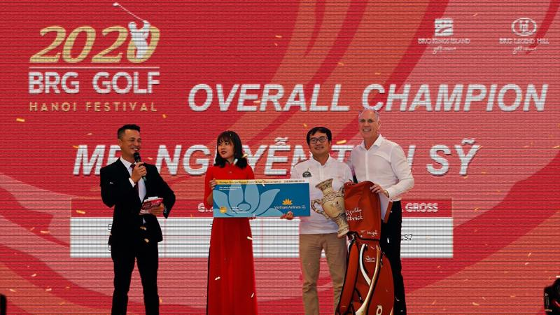 Golfer Nguyễn Tiến Sỹ giành giải vô địch BRG Golf Hanoi Festival 2020.