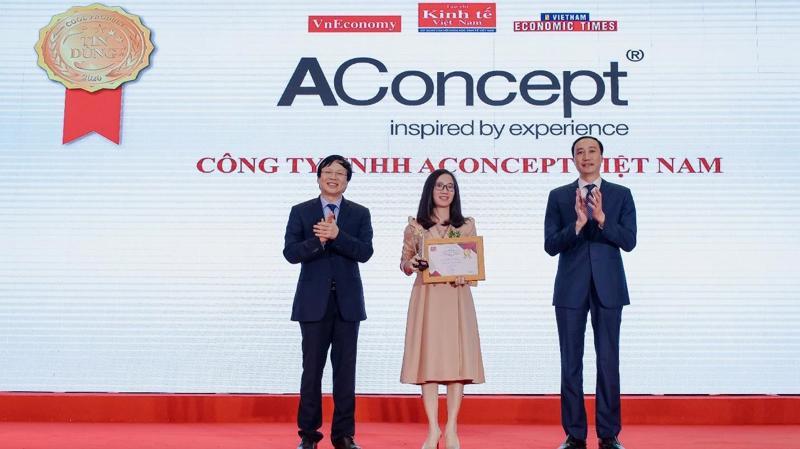 Bà Nguyễn Thị Lan Phương, đại diện công ty TNHH AConcept Việt Nam nhận danh hiệu Tin & dùng 2020.