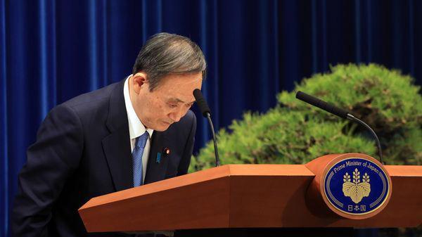 Thủ tướng Nhật Bản Yoshihide Suga tại một cuộc họp báo - Ảnh: Bloomberg.