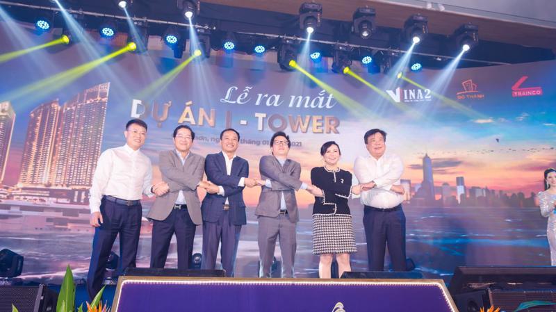 Khách hàng tham dự Lễ ra mắt dự án I - Tower còn chứng kiến những cái bắt tay giữa chủ đầu tư Đô Thành và các đối tác chiến lược.