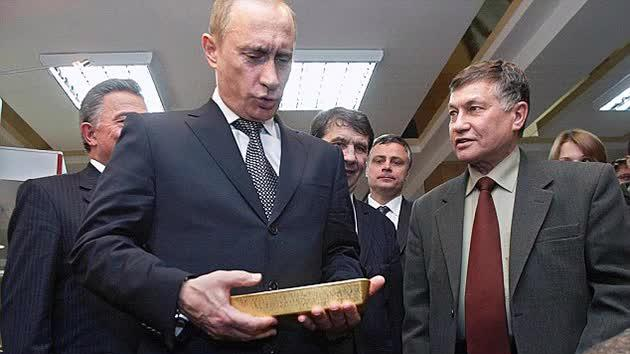 Tổng thống Nga Vladimir Putin trong một chuyến thị sát dự trữ vàng của nước này.