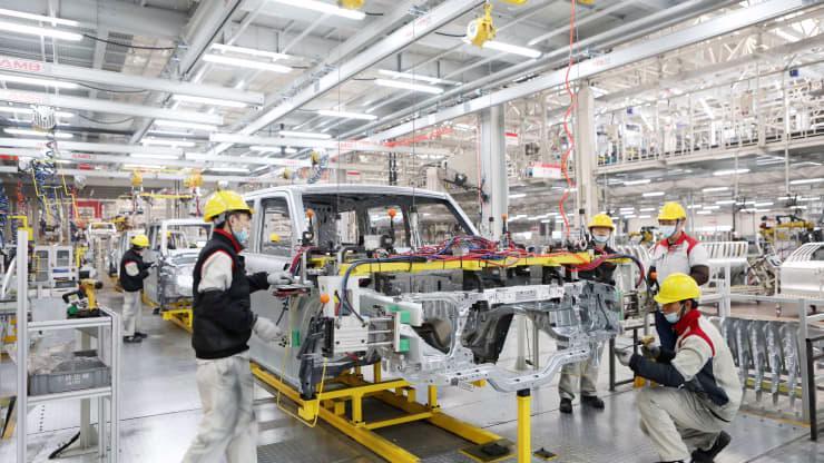 Trong một nhà máy sản xuất ô tô của hãng Great Wall ở Trùng Khánh, Trung Quốc, tháng 1/2021 - Ảnh: Getty/CNBC.