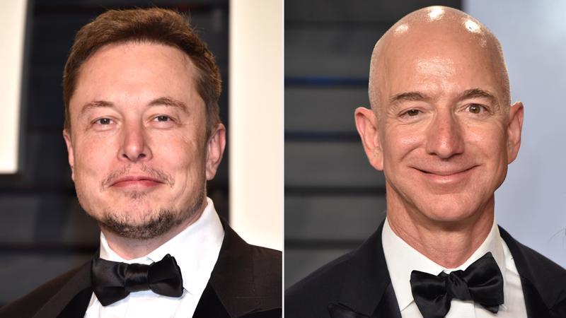 Tỷ phú Elon Musk (trái) và tỷ phú Jeff Bezos - Ảnh: People.