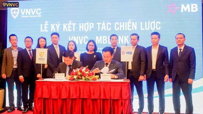 Sự hợp tác giữa MB với VNVC do đó được kỳ vọng sẽ phát huy thế mạnh của cả hai bên, tạo ra nhiều giá trị gia tăng cho lĩnh vực y tế, ngân hàng, mang lại nhiều lợi ích cho người dân và xã hội.