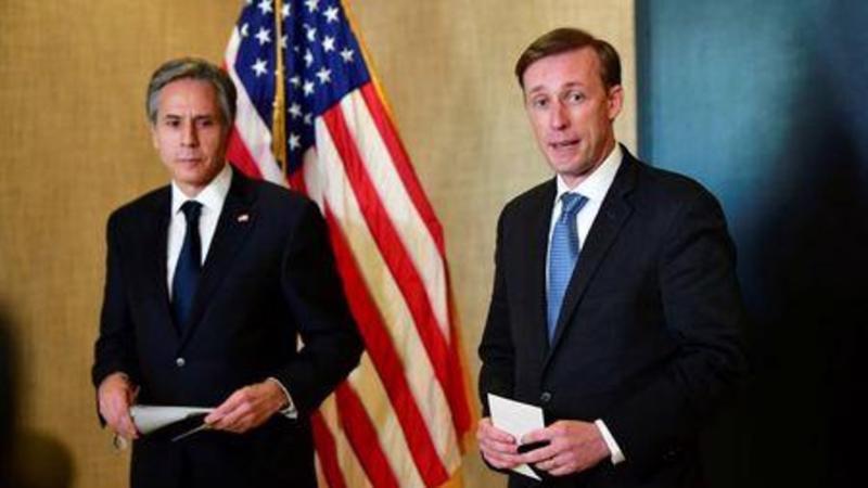 Ngoại trưởng Mỹ Antony Blinken (trái) và cố vấn an ninh quốc gia Mỹ Jake Sullivan họp báo sau khi kết thúc đàm phán cấp cao Mỹ-Trung ở Anchorage, Alaska, ngày 19/3 - Ảnh: Reuters.
