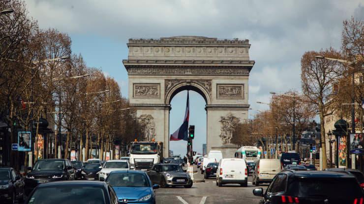 Thủ đô Paris của Pháp, nơi phải phong tỏa từ ngày 20/3 để chống làn sóng Covid-19 mới - Ảnh: Getty/CNBC.
