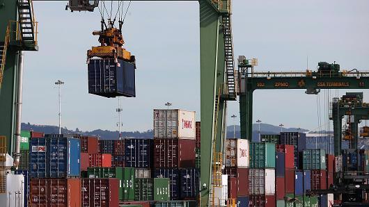 Những container hàng hóa ở cảng Oakland, Mỹ - Ảnh: Getty/CNBC.<br>