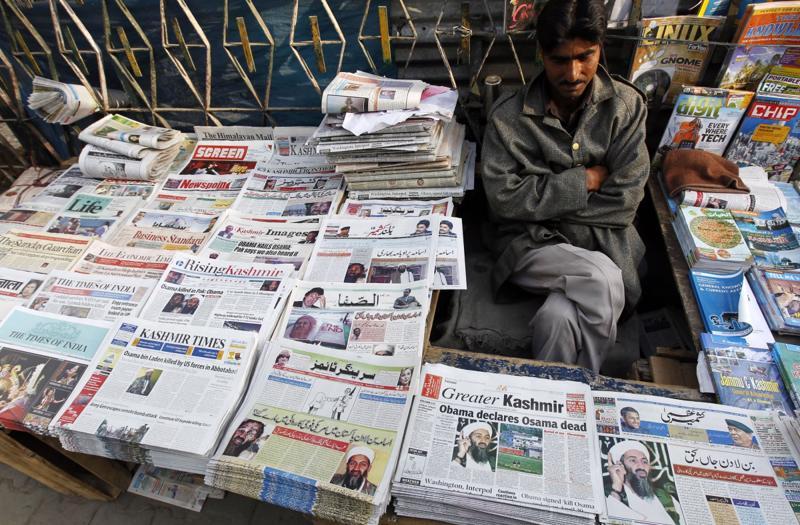 Ngành báo in của Ấn Độ có thể hưởng lợi từ thực tế là nước này có tới 7.871 ấn phẩm báo trả tiền - Ảnh: IB Times.<br>