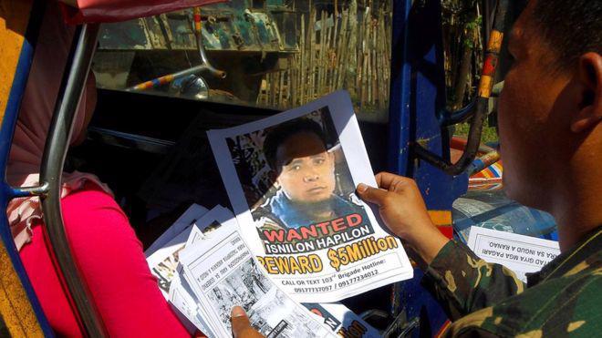Chính phủ Philippines đã mất nhiều năm truy tìm trùm khủng bố Isnilon Hapilon - Ảnh: Reuters/BBC.<br>