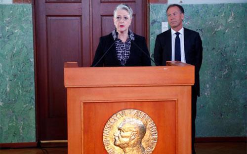 """Chủ tịch Ủy ban Nobel Na-Uy, bà <span class=""""Image_caption_KoNH1"""" data-reactid=""""37"""">Berit Reiss-Andersen, công bố giải Nobel Hòa bình 2017, Oslo, ngày 6/10 - Ảnh: Reuters.<br></span>"""