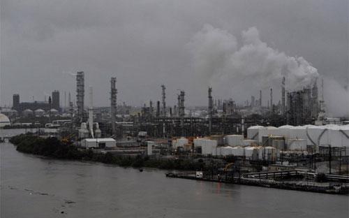 Một khu vực lọc dầu của Mỹ bên Vịnh Mexico hôm 27/8 - Ảnh: Reuters.<br>