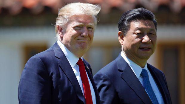 Tổng thống Mỹ Donald Trump (trái) và Chủ tịch Trung Quốc Tập Cận Bình trong cuộc gặp ở Florida, Mỹ, tháng 4/2017 - Ảnh: AP.<br>