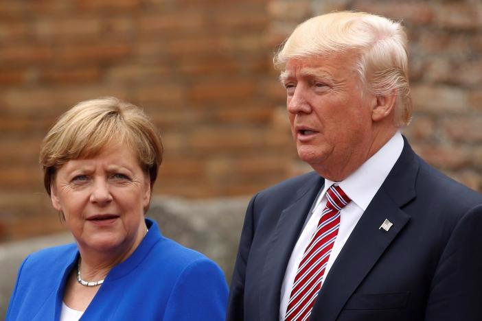 Thủ tướng Đức Angela Merkel (trái) và Tổng thống Mỹ Donald Trump tại hội nghị thượng đỉnh G7 ở Sicily, Italy ngày 26/5 - Ảnh: Reuters.<br>