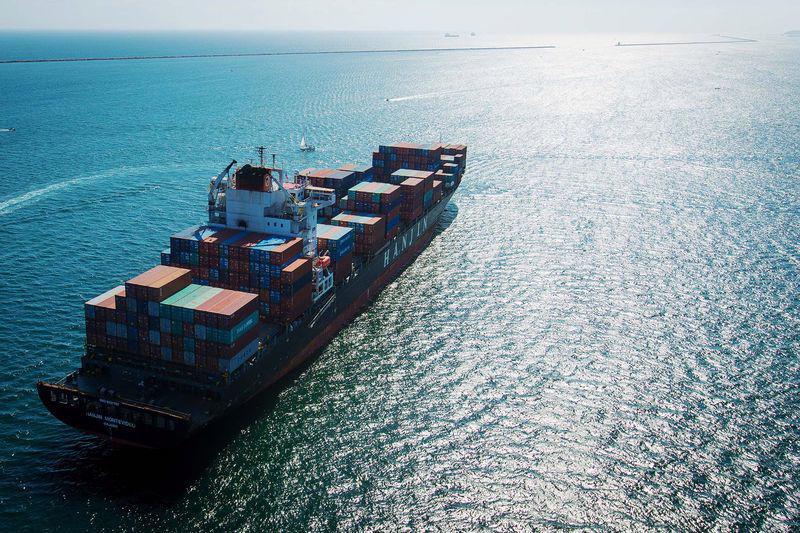 """Một năm sau cuộc khủng hoảng dư thừa công suất dẫn tới vụ phá sản lịch  sử của hãng vận tải biển Hàn Quốc Hanjin, những công ty """"sống sót"""" trong  ngành này giờ đây đang hưởng những lợi ích của quy mô lớn và nhu cầu  khởi sắc - Ảnh: Bloomberg.<br>"""
