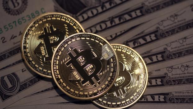 Bitcoin đã lập kỷ lục ở mức 4.921 USD/Bitcoin vào hôm 1/9, rồi giảm xuống 2.975 USD/Bitcoin vào hôm 15/9.