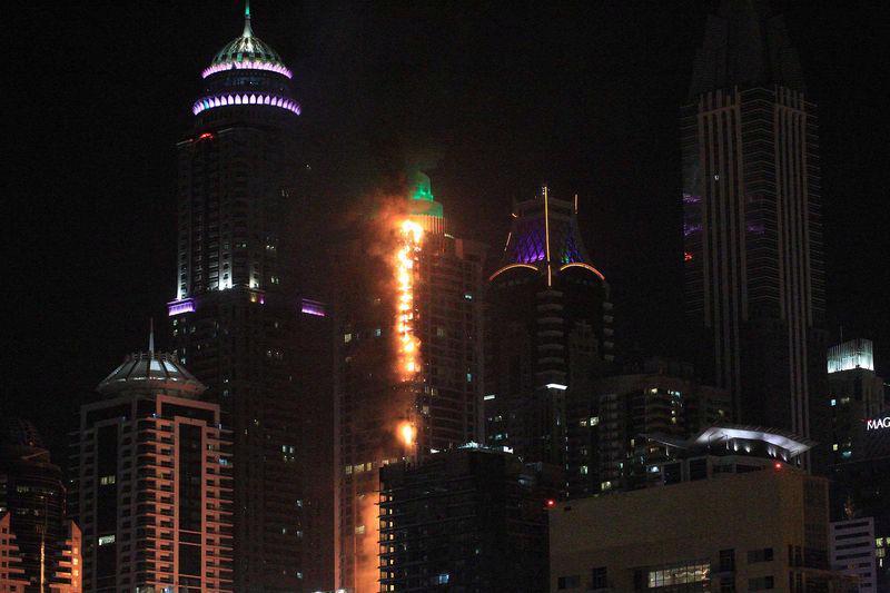 Chung cư Torch Tower ở Dubai bị cháy ngày 4/8 - Ảnh: Getty/Bloomberg.<br>