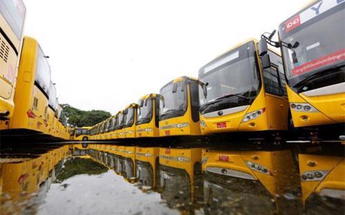 Những chiếc xe bus được Myanmar nhập khẩu từ Trung Quốc - Ảnh: Reuters.<br>