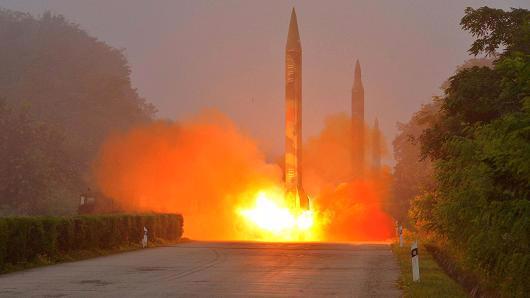 Một vụ phóng tên lửa đạn đạo của Triều Tiên - Ảnh: KCNA/Reuters.<br>