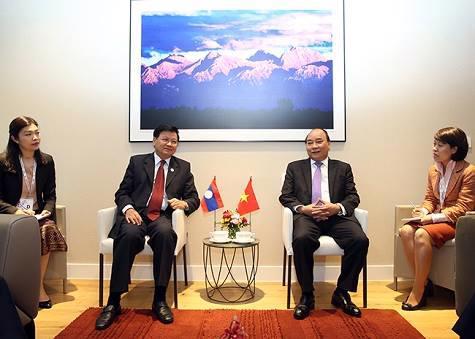 Thủ tướng Nguyễn Xuân Phúc tiếp Thủ tướng Lào Thongloun Sisoulith - Ảnh: VGP/Quang Hiếu.