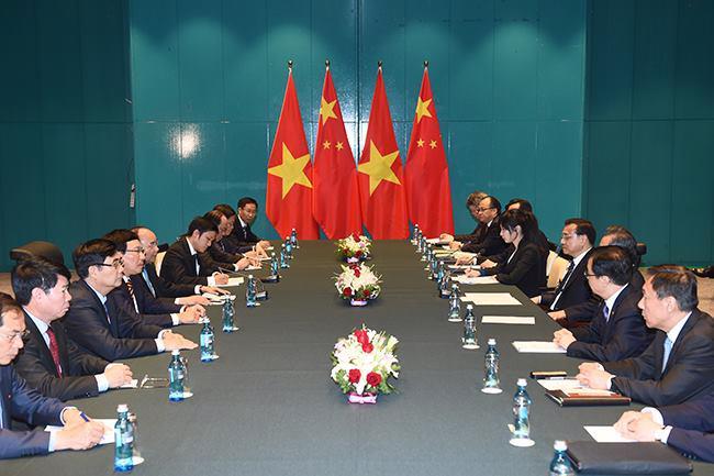 Thủ tướng Nguyễn Xuân Phúc gặp Thủ tướng Trung Quốc Lý Khắc Cường - Ảnh: VGP/Quang Hiếu.