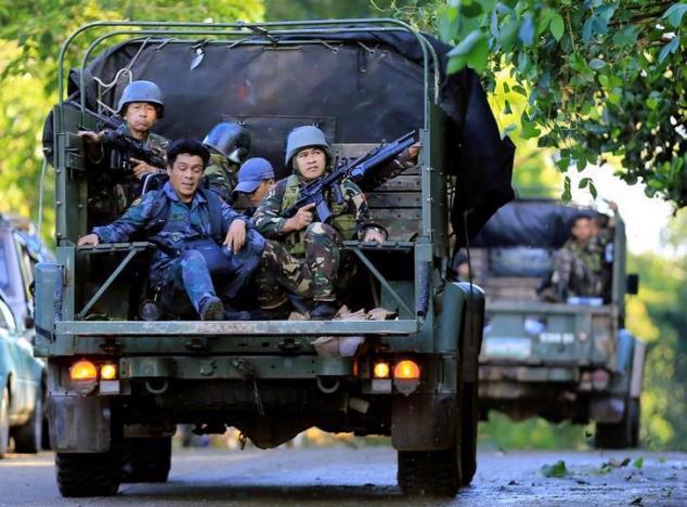 Lực lượng Chính phủ Philippines ở Marawi ngày 26/5 - Ảnh: Reuters.<br>